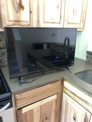 "32"" Visio Smart TV with remote for Sale in Carbondale, CO"