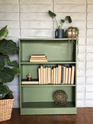 Cute little vintage green shelf for Sale in Upland, CA