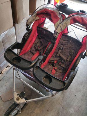 Scwinn double running stroller for Sale in Nashville, TN