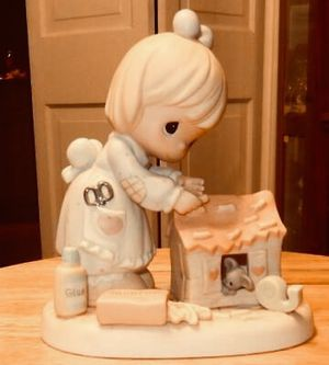 PRECIOUS MOMENTS-HOME-MADE OF LOVE-Girl with Dollhouse # 730211, 2000 for Sale in Houston, TX