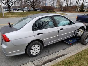 Vendo mi 2005 honda civic DX para partes o alguien k lo quiera arreglar for Sale in Silver Spring, MD