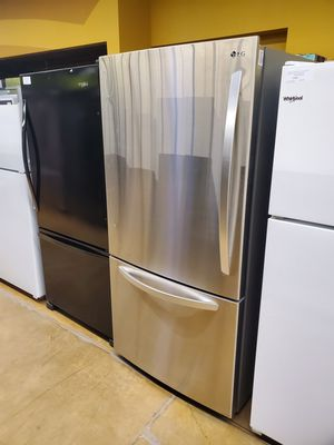 """LG Bottom Freezer Refrigerator 33"""" for Sale in City of Industry, CA"""