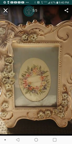 8 x 5 Vintage cerramic/gold accents 3D frame $15 Firm for Sale in Fresno, CA