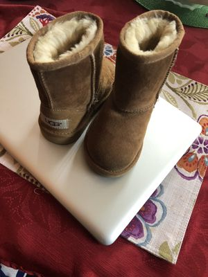 KIDS N TODDLER UGGS BOOTS IN NEW AND LIKE CONDITION for Sale in West Hartford, CT