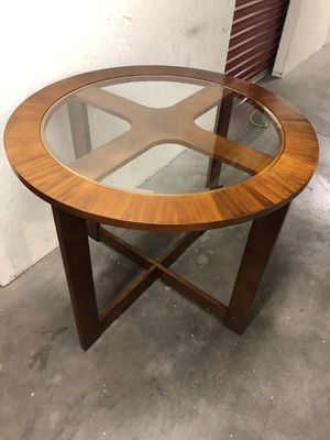 Table wood and glass top for Sale in Las Vegas, NV