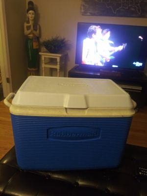 Rubbermaid cooler 48 qt (missing drain plug) for Sale in Gaithersburg, MD