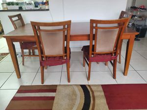 6 Seat Piece All Wood Dining Set Dining Room Set Dining Table 4 Chairs Kitchen Table Food Table Dinner Table Excellent Condition for Sale in North Miami Beach, FL