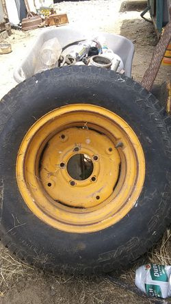 29x12.50-15 NHS tractor tire for Sale in Ontario,  CA