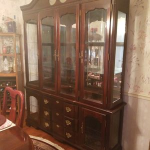 Singer Made China Cabinet. Mahogany wood, Lighted Top And Bottom. Excellent Condition. for Sale in Fort Washington, MD