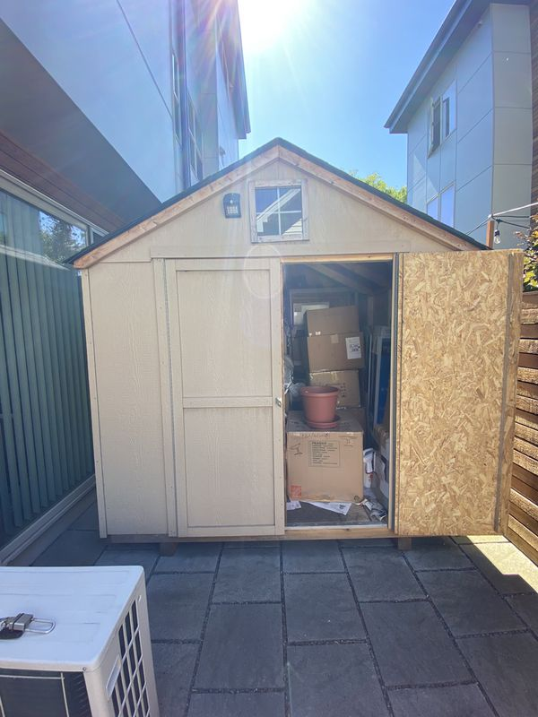 Selling this very good condition shed!! Read the info!!