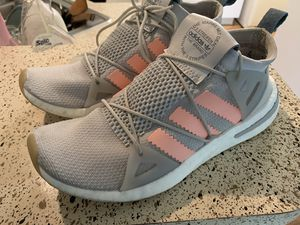 Womens adidas size 8 for Sale in Tampa, FL