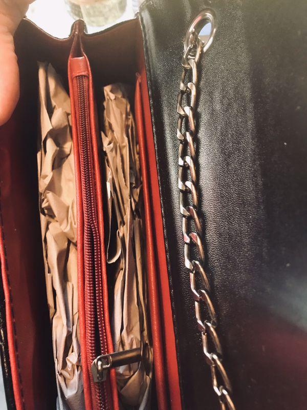 Woman's YSL purse 👛