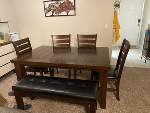 Dining room table for Sale in Safety Harbor, FL