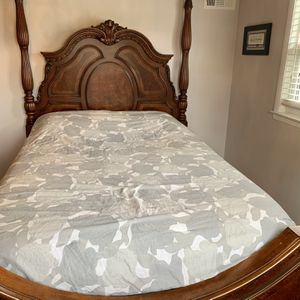 Solid Wood Queen Bed AND Dresser WITH Mattress AND Box Spring Bedroom Set for Sale in Chicago, IL