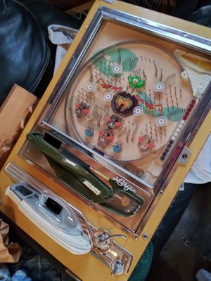 Old pinball machines. 100$ for both for Sale in Fresno, CA