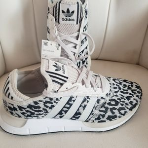 Adidas Swift Run X W Fy2998 Women's Size 9 And 8.5 for Sale in Huntington Park, CA
