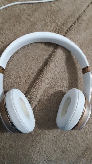 Beats by Dre solo 3 headphones. Gold. PERFECT CONDITION for Sale in Tampa, FL