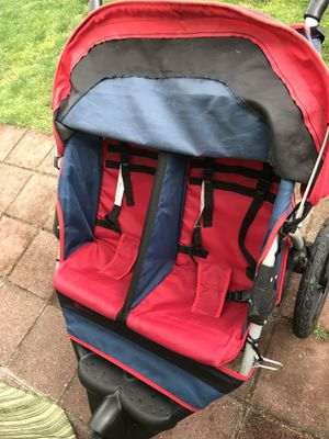 Instep Twin double jogging stroller 3 wheels jogger Stroller for Sale in Algona, WA