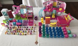 Shopkins Lot with Fashion Boutique & Small Mart ~~ 117 Pieces in all!! for Sale in Daytona Beach, FL