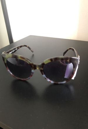 Brand new Burberry sunglasses for Sale in Tamarac, FL