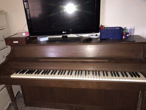 Free piano! (ONLY PIANO) for Sale in Forest Hill, TX