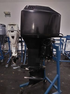 2005 Mercury 200 hp carbureted outboard motor for Sale in Fort Lauderdale, FL