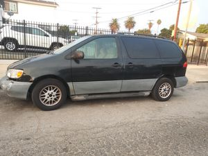 2000 toyota sienna for Sale in Los Angeles, CA