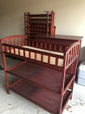 Matching crib, dresser and changing table for Sale in Mansfield, TX