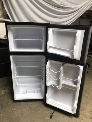 Magic chef mini fridge 4.3 cu ft for Sale in Alhambra, CA