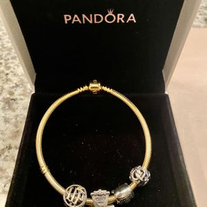 BRACELET GOLD PANDORA ORIGINAL JUST :109,00 WITH (3) CHARMS TOGETHER 😳 for Sale in Clermont, FL