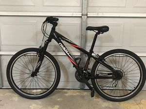 GIANT MOUNTAIN Boulder 26 inch tires small frame! for Sale in Mesquite, TX