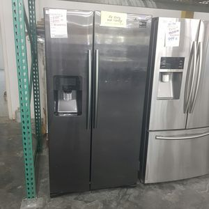 SAMSUNG Side by Side Water Dispenser Stainless Refrigerator for Sale in Chino Hills, CA
