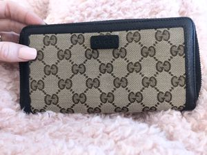Gucci zip around clutch wallet for Sale in Westminster, CO
