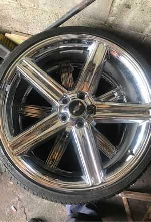 """22"""" chrome rims 5 LUG for Sale in Maple Heights, OH"""