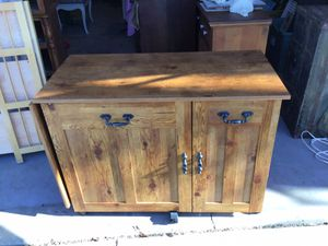 SREVING TABLE ,MINI BAR ,SO MANY USES,....reduced for Sale in Downers Grove, IL