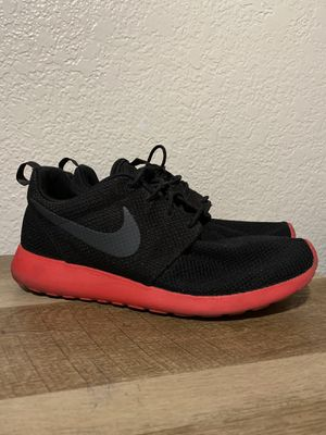 Men's Nike Roshe Run Siren Red (Size 9) for Sale in Fresno, CA