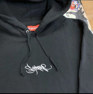 Supreme hoodie logo In graffiti font DS size large for Sale in Oakland, CA