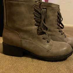 Boots 🥾 Size 8 for Sale in Las Vegas,  NV