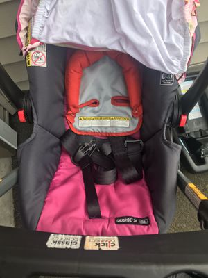 Graco car seat with base and car seat stroller (frame) for Sale in Beaverton, OR