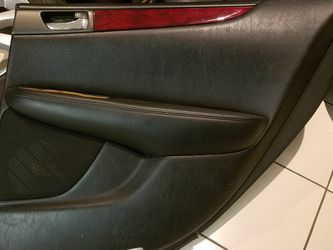 2002 - 2006 LEXUS ES330 ES300 REAR RIGHT DOOR PANEL BLACK LEATHER WOOD GRAIN CHROME HANDLE for Sale in Rowland Heights,  CA