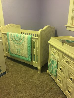 Crib and dresser/changing table for Sale in Tacoma, WA