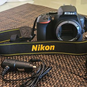 Nikon D3500 Professional Camera for Sale in Panama City Beach, FL