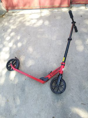 SCOOTER FOLDABLE FOR ADULTES OR KIDS ADJUSTABLE PERFECT CONDITION,FOR ANY QUESTION TEXT ME PLEASE for Sale in Los Angeles, CA