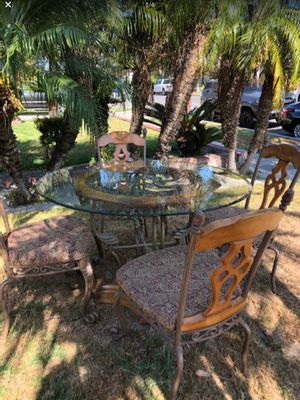 Mesa con 4 sillas/ Table with 4 chairs for Sale in Santa Ana, CA