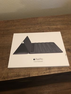iPad Pro Smart Keyboard 9.7 inch for Sale in Dallas, TX