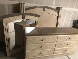 Bedroom set 5 piece (Queen) for Sale in Dinuba, CA