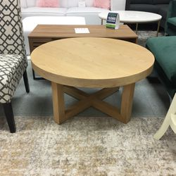 Round Wood Coffee Table for Sale in Glendale Heights,  IL