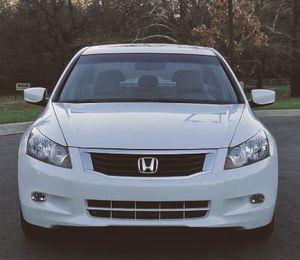 82k miles automatic Honda Accord White for Sale in Richmond, VA