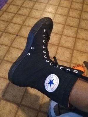 Converse All-Star Blk/Org (Men's 10) for Sale in Forest Heights, MD