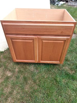 Kitchen center cabinet for sink for Sale in Vancouver, WA